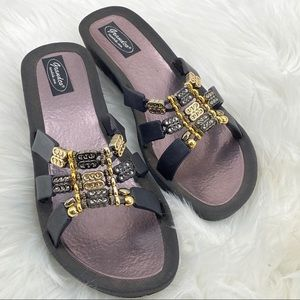 Grandco Slip on Black and Gold Sandals Size 11